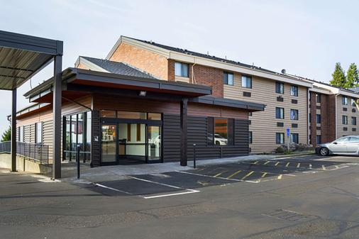 Clarion Inn and Suites - Clackamas - Building
