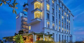 Jambuluwuk Malioboro Hotel Yogyakarta - Yogyakarta - Building