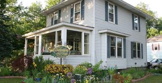 Serendipity Bed and Breakfast - Saugatuck - Building