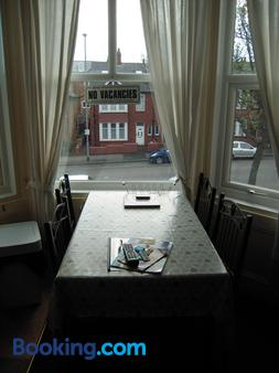 Chomley Holiday Flats - Scarborough - Dining room
