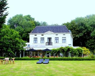 Green White Hotel - Oostkapelle - Building