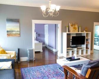 Sauerdough Lodging - Seward - Living room