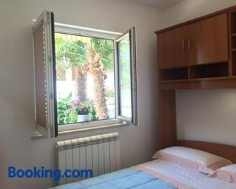 Apartments Lili - Ankaran - Bedroom