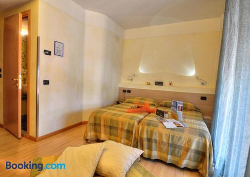 Hotel Savoia - Lignano Sabbiadoro - Κρεβατοκάμαρα