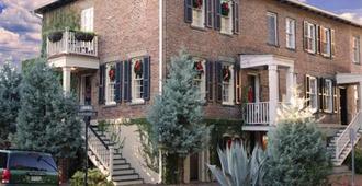 Armstrong Inns - Savannah - Building