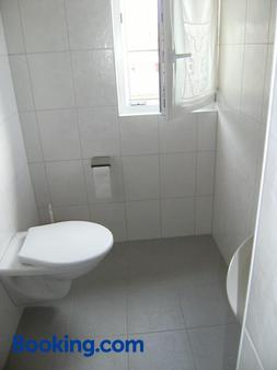 Bnb Niederer - La Côte-aux-Fées - Bathroom