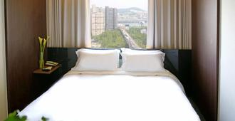 The Riverside Hotel - Seoul - Schlafzimmer