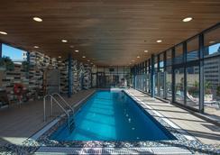 菲力浦廣場酒店及套房 - 蒙特婁 - 游泳池