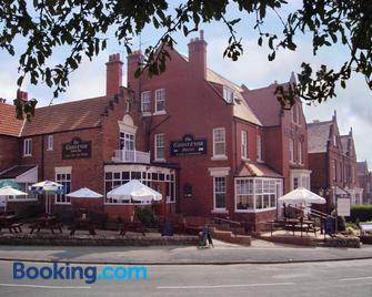 Grosvenor Hotel - Whitby - Building
