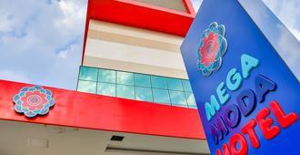 Mega Moda Hotel - Goiânia - Building