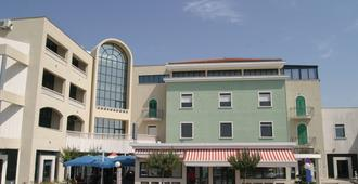Hotel Bellevue - Trogir - Edificio