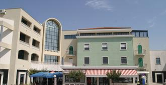 Hotel Bellevue - טרוגיר
