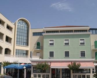 Hotel Bellevue - Trogir - Gebouw