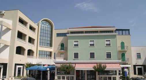 Hotel Bellevue - Trogir - Rakennus