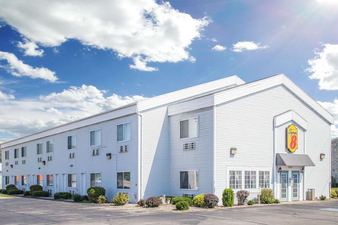 Super 8 by Wyndham Prairie Du Chien - Prairie du Chien - Building