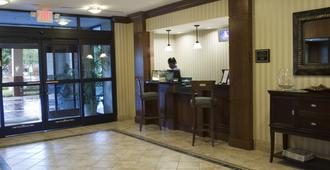 Staybridge Suites Memphis-Poplar Ave East - Memphis - Front desk