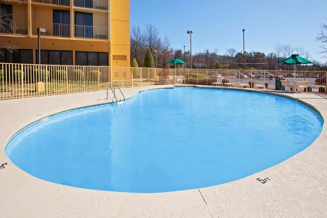 納什維爾/奧普里蘭拉昆塔套房酒店 - 納什維爾 - 納什維爾(田納西州) - 游泳池