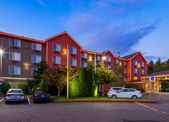 Best Western Plus Vancouver Mall Dr. Hotel & Suites - Vancouver - Building
