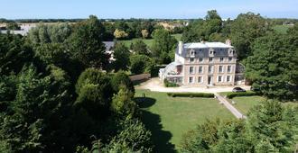Chambres d'Hôtes Château de Damigny - Bayeux - Building