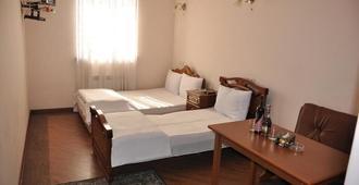 King Hotel - Eriwan - Schlafzimmer