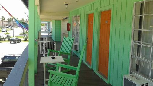 Upper Deck Hotel and Bar -Adults Only - South Padre Island - Parveke