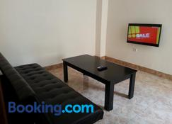 Discovery Homestay - Makassar - Wohnzimmer
