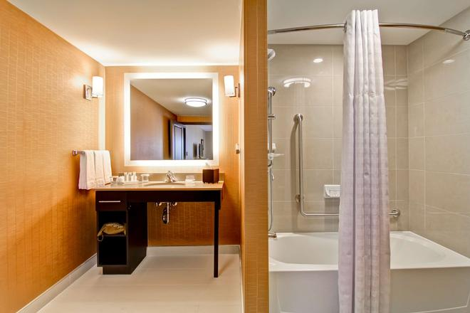 Homewood Suites by Hilton Waterloo/St. Jacobs, Canada - Waterloo - Bathroom