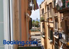 Famigi - Naples - Outdoors view