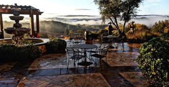 Croad Vineyards - The Inn - Paso Robles - Patio