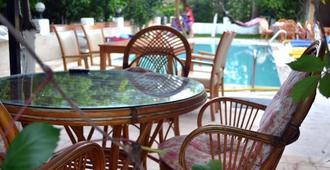 恰姆尤瓦伊佩克飯店 - 凱麥爾 - 游泳池