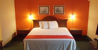 Super Value Inn - Valdosta - Bedroom