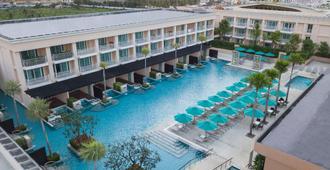 普吉島千禧芭東度假酒店 - 芭東 - 游泳池