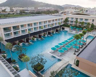 Millennium Resort Patong Phuket - Patong - Pool