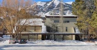 Jackson Hole Resort Lodging - The Aspens - Teton Village - Building