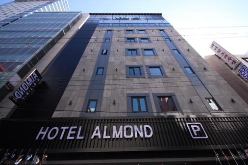 Hotel Almond Busan Station - Busan - Gebäude