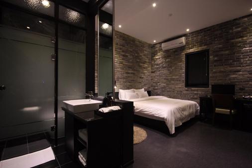 Hotel Almond Busan Station - Busan - Schlafzimmer