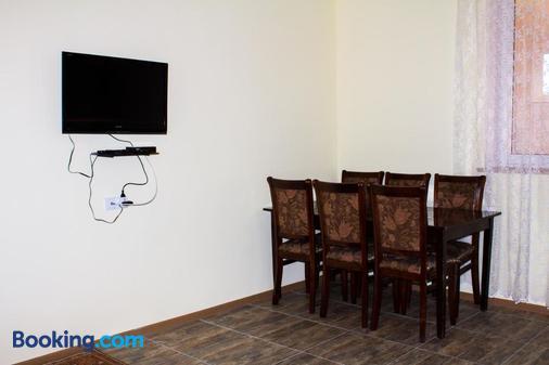 Lusya B&B - Yeghegnadzor - Dining room