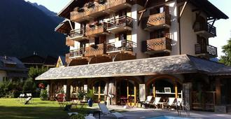 Hotel L'Oustalet - Chamonix - Building