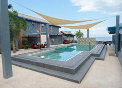 Cave Beach Resort - Dingalan - Piscina