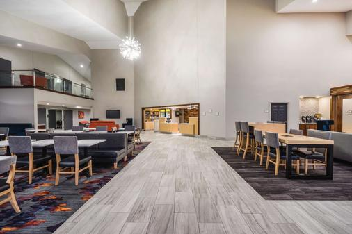 La Quinta Inn & Suites by Wyndham Chattanooga-Hamilton Place - Chattanooga - Hành lang