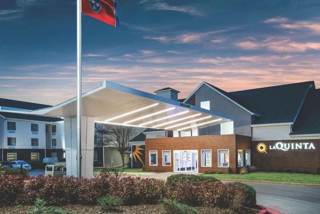 La Quinta Inn & Suites by Wyndham Chattanooga-Hamilton Place - Chattanooga - Rakennus