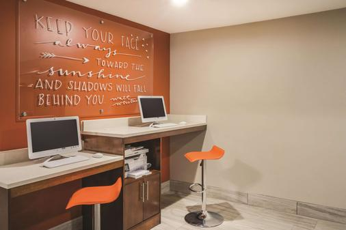 La Quinta Inn & Suites by Wyndham Chattanooga-Hamilton Place - Chattanooga - Business centre