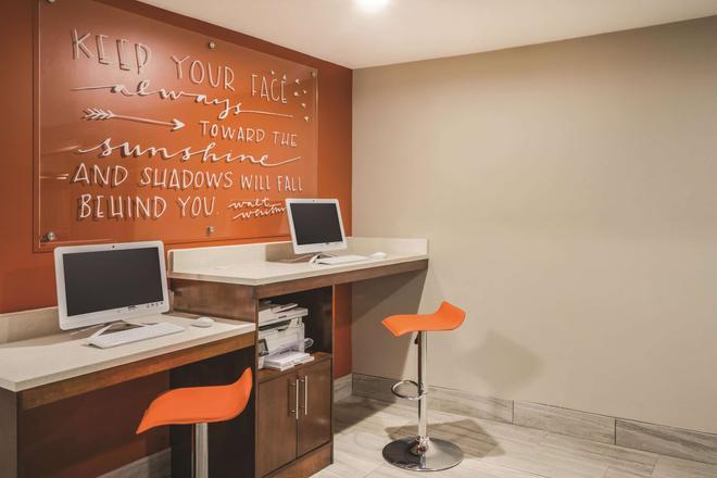 La Quinta Inn & Suites by Wyndham Chattanooga-Hamilton Place - Chattanooga - Liikekeskus