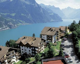 Hotel und Naturhaus Bellevue - Seelisberg - Building