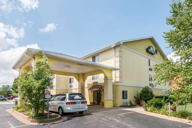 Days Inn by Wyndham Kansas City International Airport - Kansas City - Gebäude
