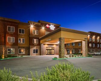 Best Western Plus Desert Poppy Inn - Lancaster - Building