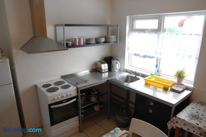 Grundarfjördur Hostel - Grundarfjordur - Kitchen