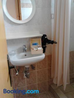 Karagiannaki - Skala Sikamineas - Bathroom