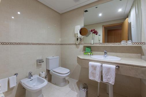 Silken Luis De Leon - León - Bathroom