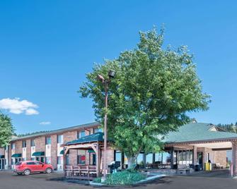 Days Inn by Wyndham Spearfish - Spearfish - Building